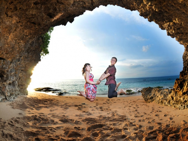 Bali Pre Wedding at Tegal Wangi Beach Cave