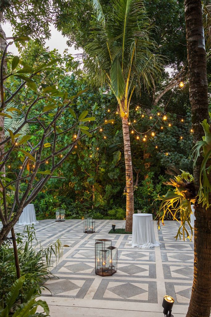 Glass House Standard Lighting Outdoor