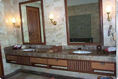Villa Hanani Bali Bathroom